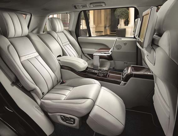2016-range-rover-svautobiography-rear-seat-overall-600-001